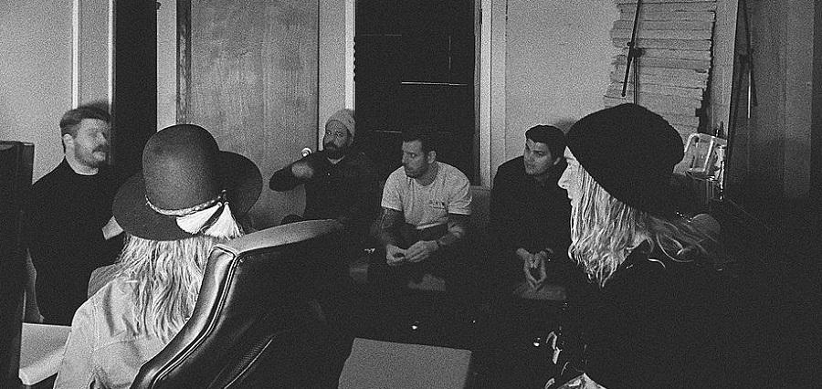 Underoath выпустили новую песню «Damn Excuses»